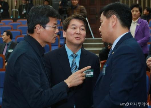 [사진]당무위원회의 참석한 안철수 대표