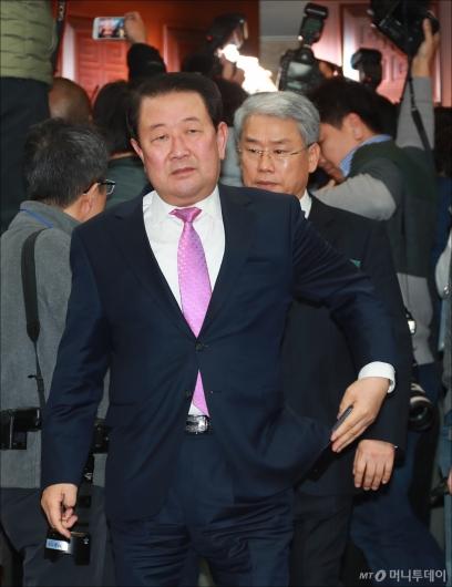 [사진]당무위원회의장 들어서는 박주선-김동철