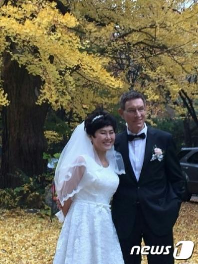 '바람의 딸' 한비야, 지난해 네덜란드 긴급구호 전문가와 결혼
