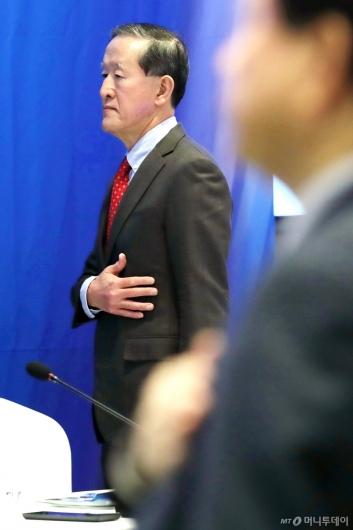 [사진]국민의례하는 허창수 회장