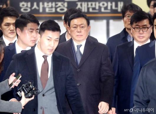 [사진]법원 출석하는 신동빈 회장