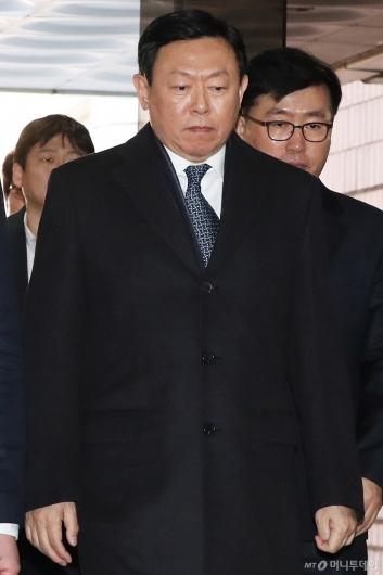 [사진]굳은 표정의 신동빈 회장