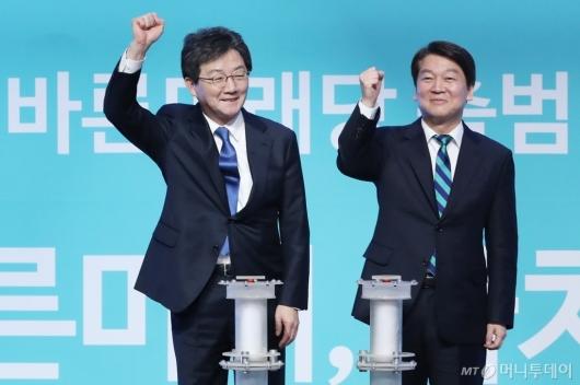 [사진]파이팅 외치는 유승민-안철수