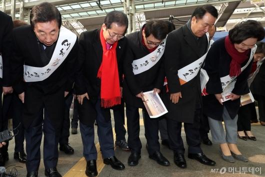 [사진]설 인사하는 자유한국당