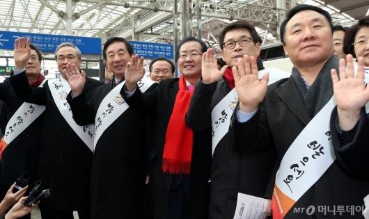 [사진]귀성객들 찾은 자유한국당