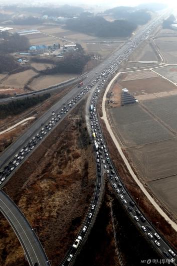 [사진]설연휴 전날 꽉 막힌 고속도로