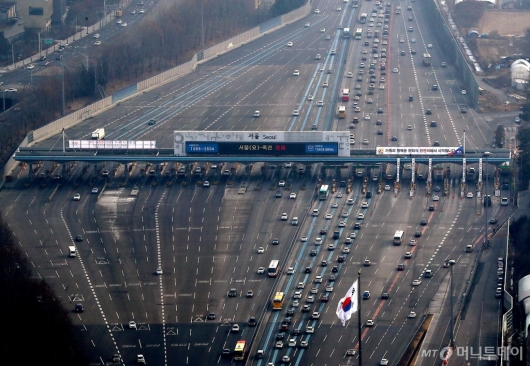 [사진]귀성차량 몰려드는 서울톨게이트