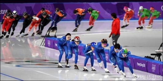 [사진]매스스타트 훈련하는 스피드스케이팅 대표팀