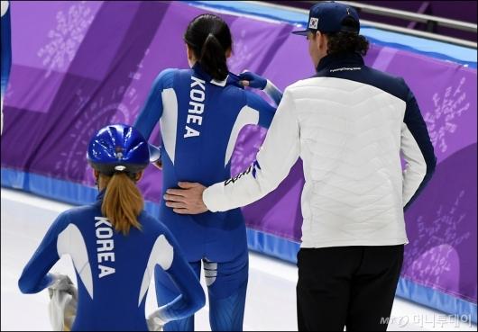 [사진]노선영 격려하는 밥 데용 코치