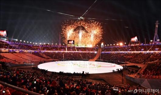 [사진]평창동계올림픽 폐막...화려한 공연 시작