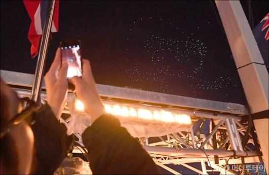[사진]평창 밤하늘에 떠오른 수호랑