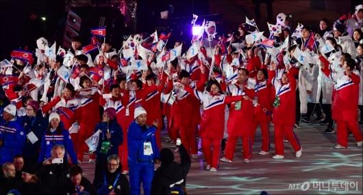 [사진]입장하는 북한선수단