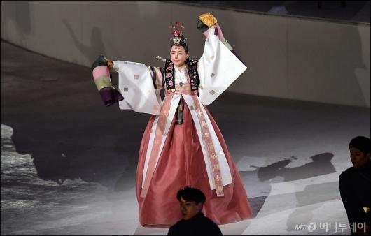 [사진]평창동계올림픽 폐막식 찾은 이하늬