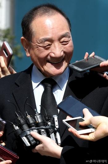 [사진]김효재 전 정무수석, 웃음의 의미는?
