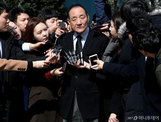 [사진]입장 밝히는 김효재 전 정무수석
