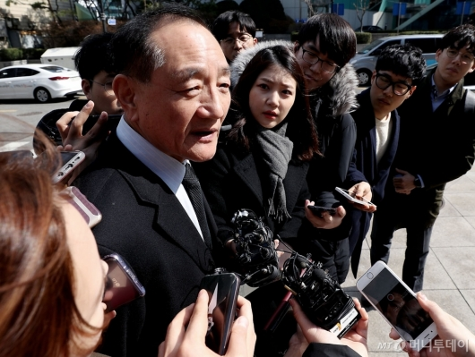 [사진]입장 말하는 김효재 전 정무수석