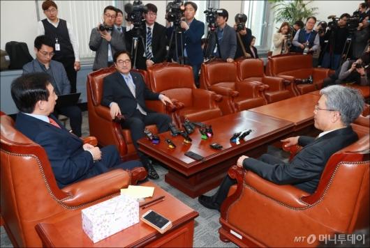 [사진]'개헌·3월국회' 논의 3당 원내대표 회동