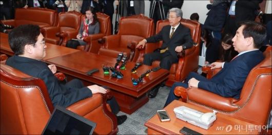[사진]국회발 개헌 논의하는 3당 원내대표
