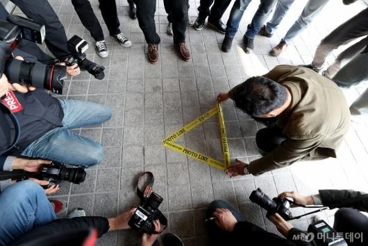 [사진]MB 소환 D-1, 포토라인 설치되는 서울지검