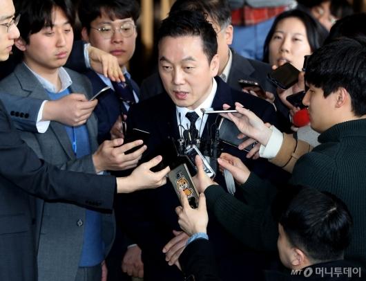 [사진]고소장 제출하는 정봉주 전 의원