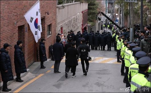 [사진]긴장감 흐르는 'MB 자택 앞'