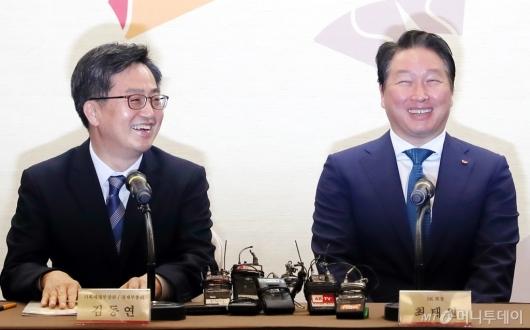 [사진]밝게 웃는 김동연 부총리-최태원 회장
