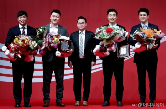 [사진]봅슬레이 4인승 남자대표팀, 우수단체상 수상