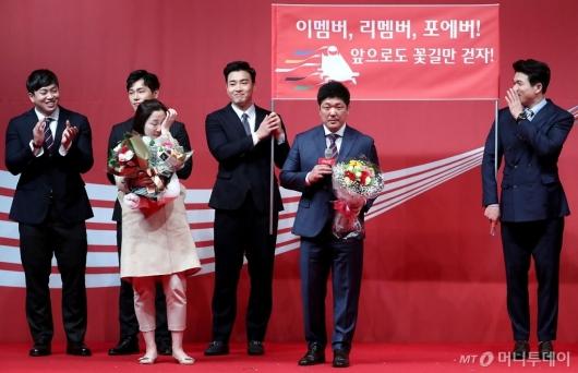 [사진]이용 감독, 우수지도자상 수상