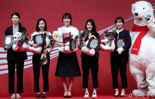 [사진]쇼트트랙 여자대표팀, 클린스포츠상 수상