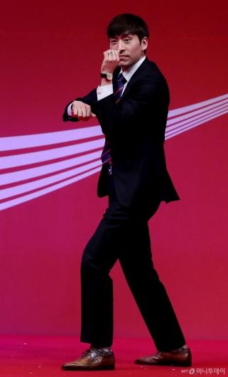[사진]이승훈, 빙속황제의 댄스타임
