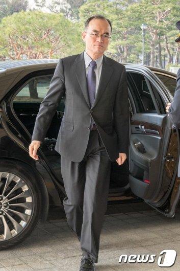 [사진]출근하는 문무일 검찰총장