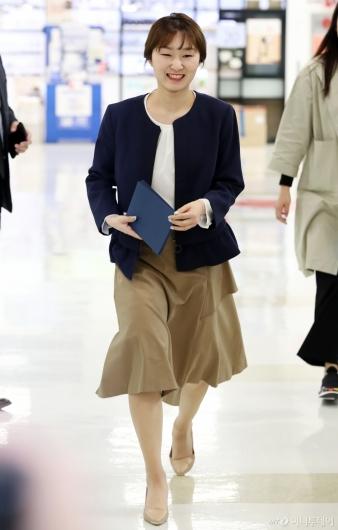 [사진]팬 사인회 참석하는 최민정
