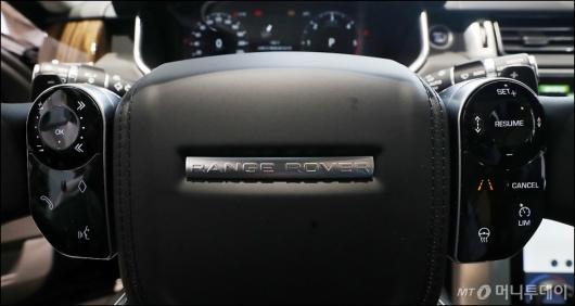[사진]뉴 레인지로버, '운전자 위한 핸들'