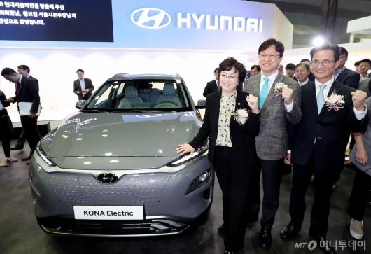 [사진]김은경 장관, '코나 일렉트릭과 함께'
