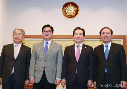 [사진]국회의장-교섭단체 정례회동...한국당 김성태 또 불참