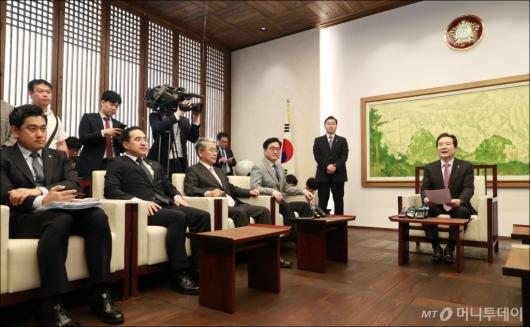 [사진]국회의장-원내대표 정례회동...한국당 김성태 불참