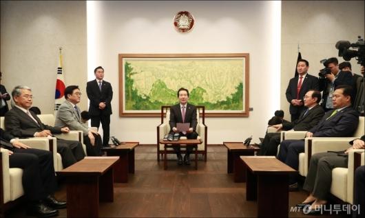 [사진]국회의장-원내대표 정례회동...한국당은 또 불참