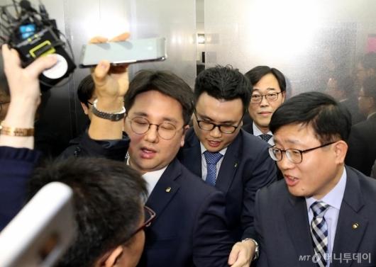 [사진]김기식 금감원장을 향한 질문