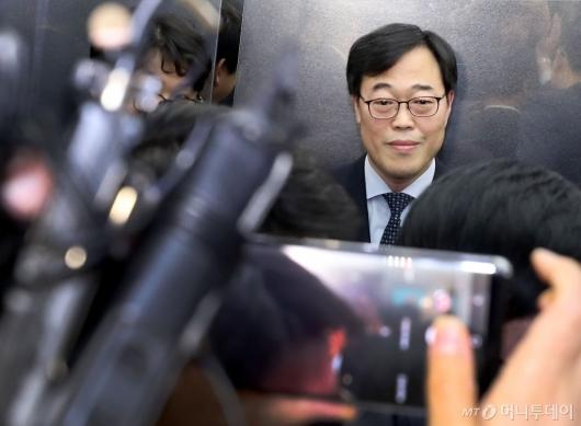 [사진]질문 받는 김기식 금융감독원장