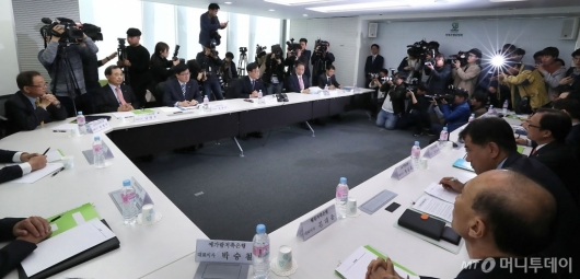 [사진]저축은행 최고경영자 간담회 주재하는 김기식 금감원장