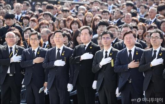 [사진]4.16 세월호 참사 영결 추도식 정부측 참석자들