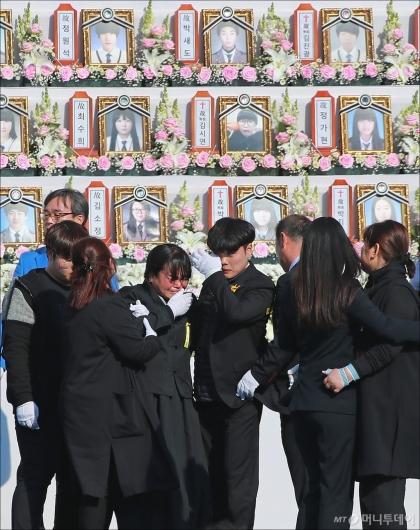 [사진]세월호 참사 4주기 '마르지 않는 눈물'