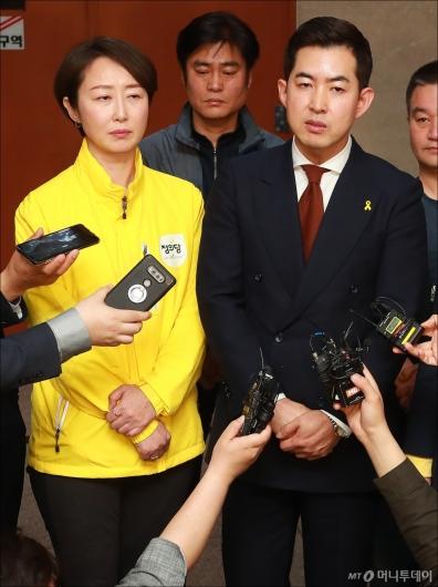 [사진]대한항공 3세 갑질 처벌 촉구 기자회견 참석한 박창진-권수정
