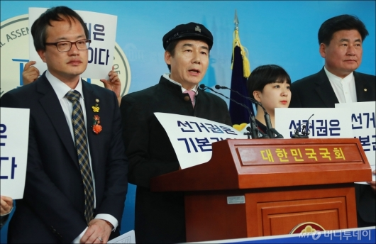 [사진]선거연량 하향 촉구하는 이용호 무소속 의원