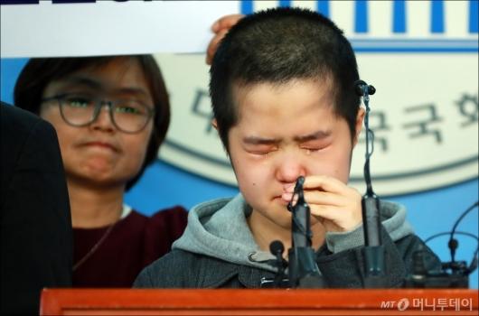 [사진]'참정권 열망하는 청소년의 눈물'