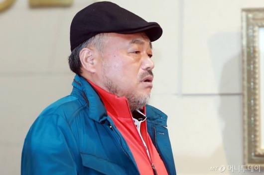 '미투 논란' 김흥국, 자택서 아내 폭행 혐의로 입건