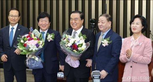 [사진]문희상, 민주당 국회의장 후보 선출