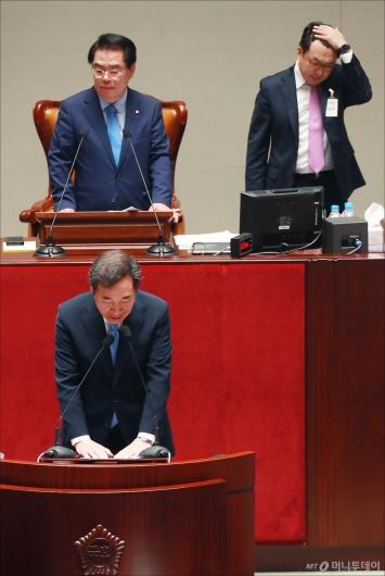 [사진]국회 예결위 단상 고장 '난감하네'