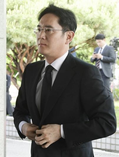[사진]구본무 LG그룹 회장 빈소 찾은 이재용 삼성전자 부회장