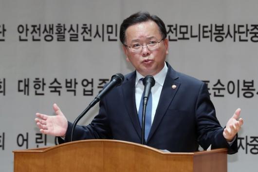 'KTX 미담' 김부겸 장관